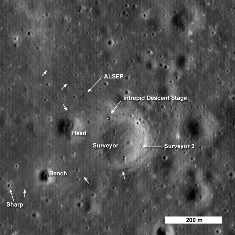 Annotierte Aufnahme der Apollo-12-Landestelle, Quelle: NASA